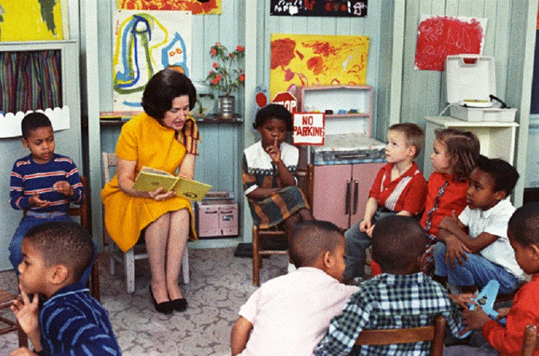 Lady_Bird_Johnson_Visiting_a_Classroom_for_Project_Head_Start_1966 - resized